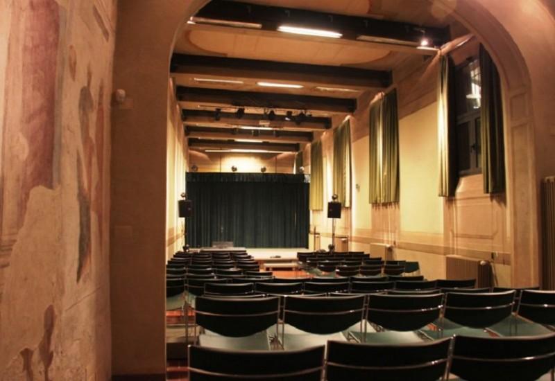 Dimensioni Sala Conferenze 100 Posti.Sala Piccolo Teatro Del Baraccano Spazio Alla Cultura